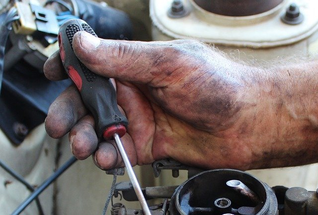How to Become A Truck Mechanic?